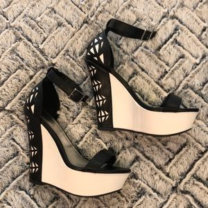 """Brand new size 6 Qupid black & white """"lace"""" wedge"""